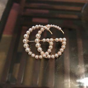 Jewelry - Pearl brooch
